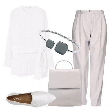Outfit Minimal in bianco e grigio