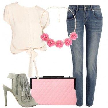 Outfit Frange e fiori