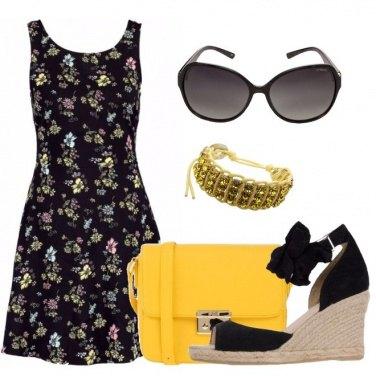 Outfit La tracolla gialla