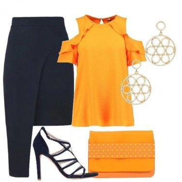 Outfit Chic in arancione e blu