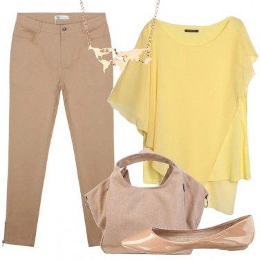 Outfit Giallo e beige