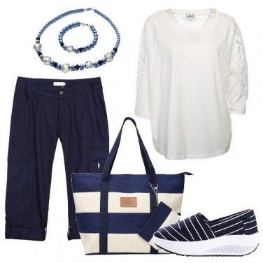 Outfit Blu e e bianco a righe