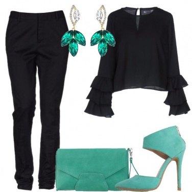 Outfit Nero e un tocco di colore