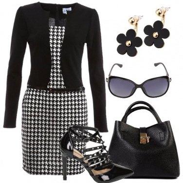 Outfit Tra fiori pied-de-poule e borchie