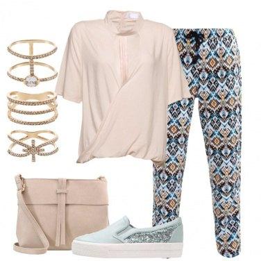 Outfit Blusa con collo a choker