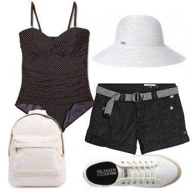 Outfit In spiaggia in bianco e nero