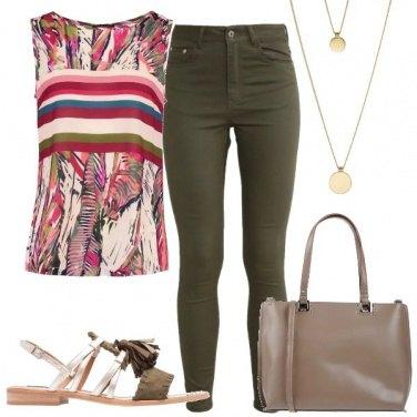 Outfit Il sandalo con le nappine