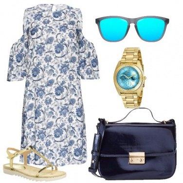 Outfit Tocchi di oro sul blu