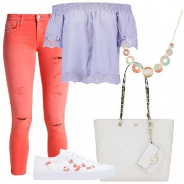 Outfit Jeans strappati