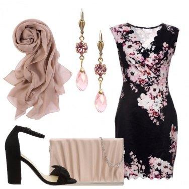 Outfit Fiori sul vestito nero