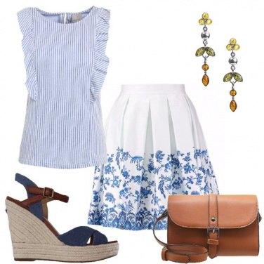 Outfit Righe sul top e fiori sulla gonna