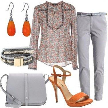 Outfit Grigio e arancio