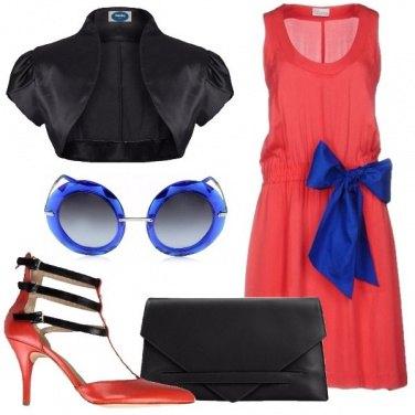 Outfit Invitata eccentrica