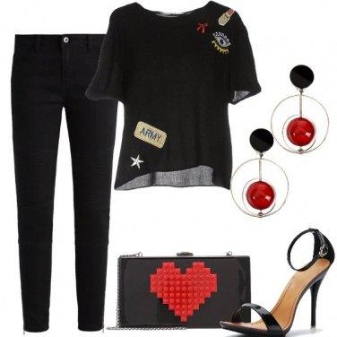 Outfit Nero con tocchi di rosso