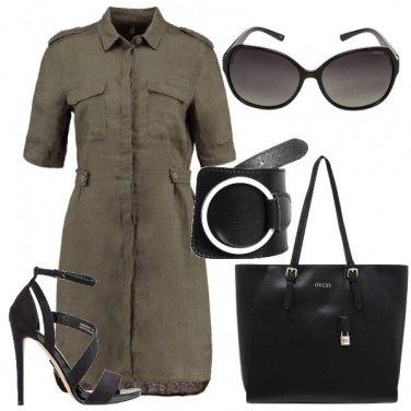 Outfit Il vestito verde con la maxi cintura