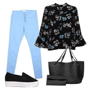 Outfit Azzurro in movimento