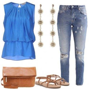 Outfit Il top azzurro
