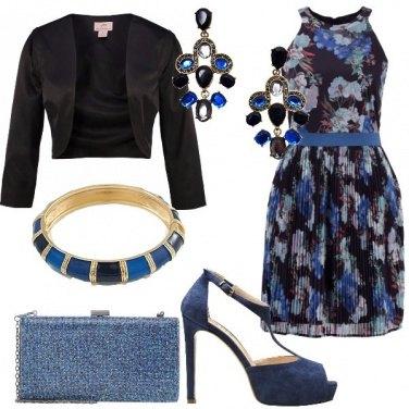 Outfit Contrasto nero e blu