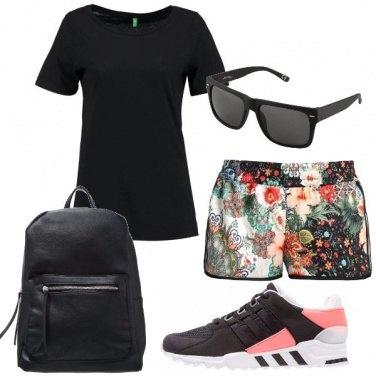 Outfit Shorts fantasia floreale