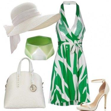 Outfit Tocchi di verde nel bianco