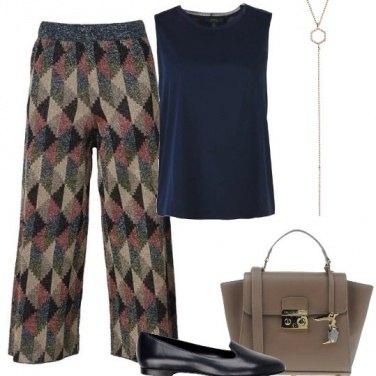 Outfit Pantaloni geometrici