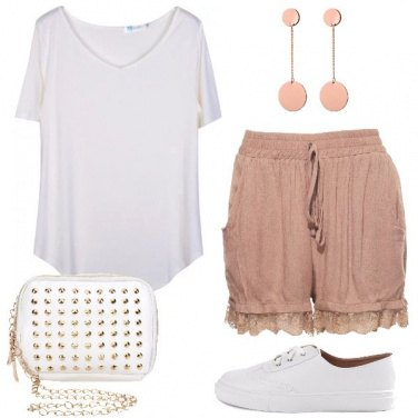 Outfit Sneakers e shorts