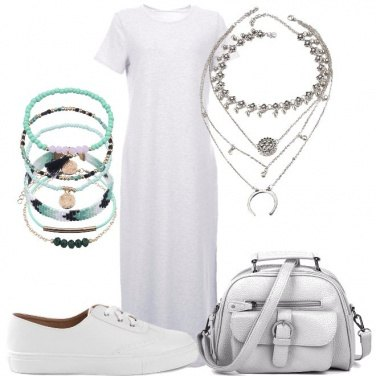 Outfit In lungo con sneakers