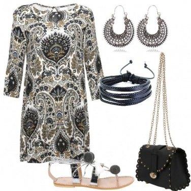 Outfit Sandali con pompon