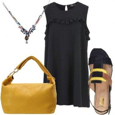 Outfit Il sandalo blu e giallo