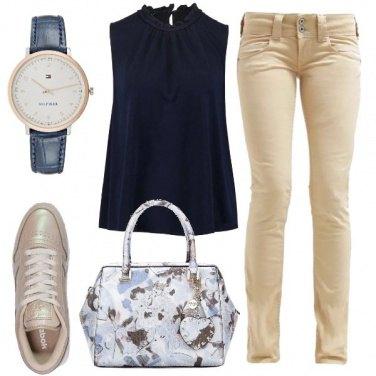 Outfit Blu e beige in ufficio