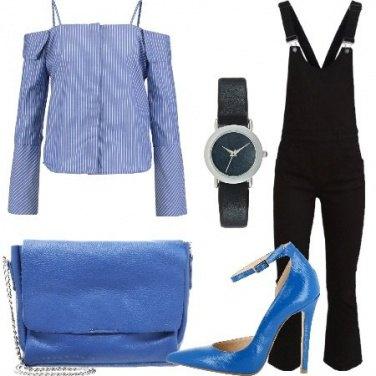 Outfit Salopette e décolleté