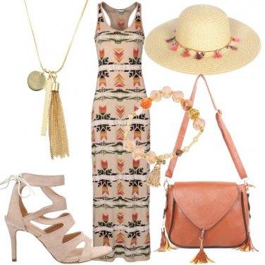 Outfit Abito beige a fantasia