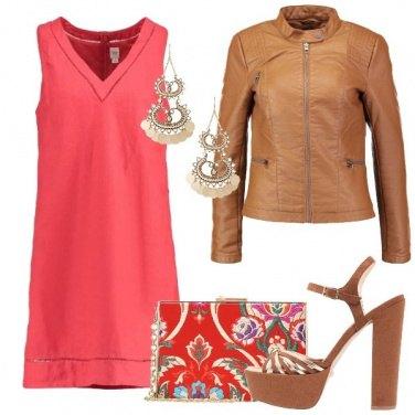 Outfit Corallo e cognac