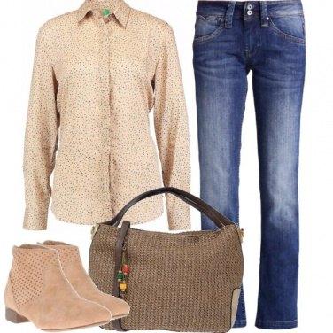 Outfit Jeans e colori neutri