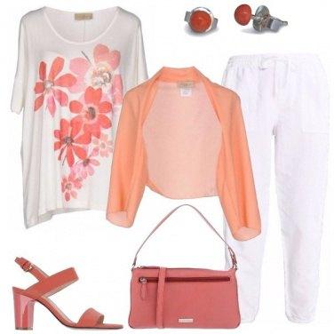 Outfit Bianco e corallo