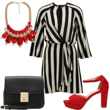 Outfit Righe e tocchi di rosso