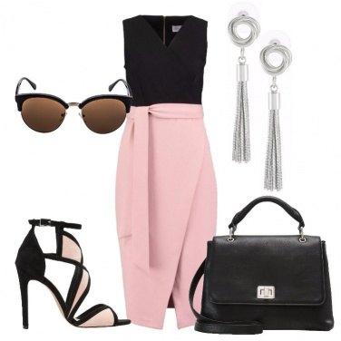 Outfit Il tubino nero e rosa