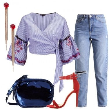 Outfit Jeans e sandalo rosso