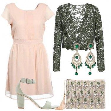 Outfit Delicata in cipria e verde