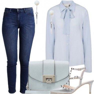 Outfit Azzurro alla scrivania