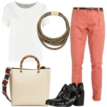 Outfit Blusa e pantaloni