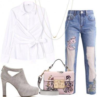Outfit Jeans fiori e organza