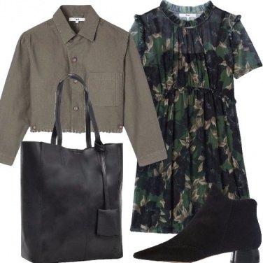 Outfit Vestito a fiori e tronchetto