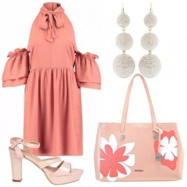 Outfit Il vestito che lascia le spalle scoperte