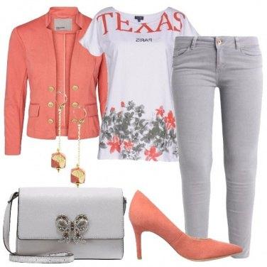 Outfit La giacca con i bottoni dorati