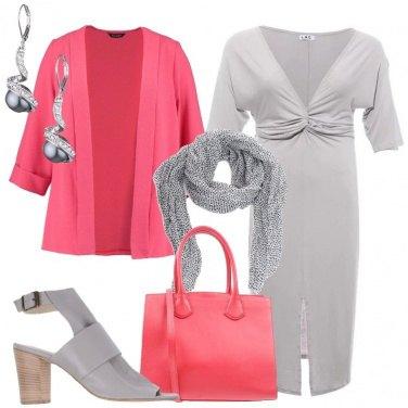Outfit Corallo e grigio