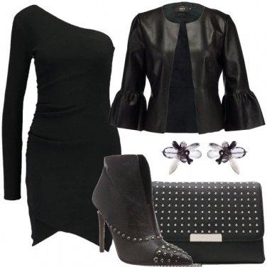 Outfit Asimmetrie e borchie