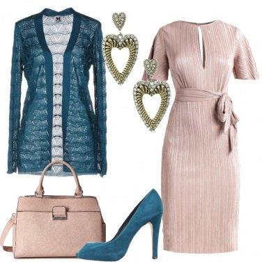 Outfit Verde petrolio e rosa