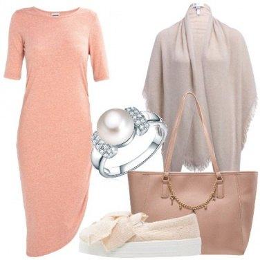 Outfit Minimal ed asimmetrico