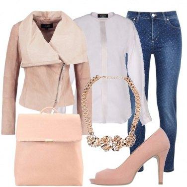 Outfit Di rosa vestita